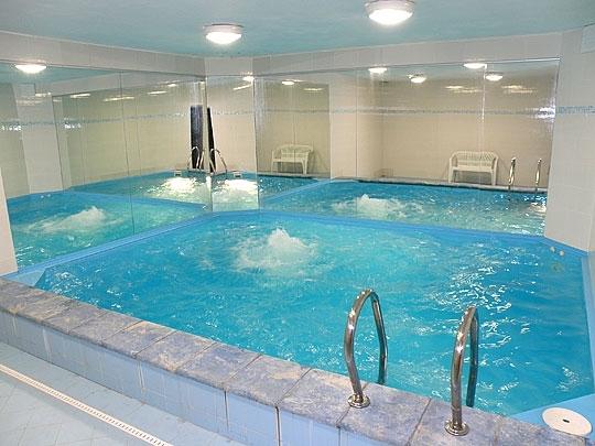 Bazén, kde děti mohou plavat